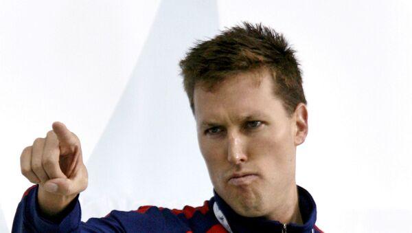 2006 Pan Pasifik yüzme şampiyonasında 200 metre serbest stilde altın madalya kazanan ABD'li Klete Keller kürsüde poz verirken - Sputnik Türkiye