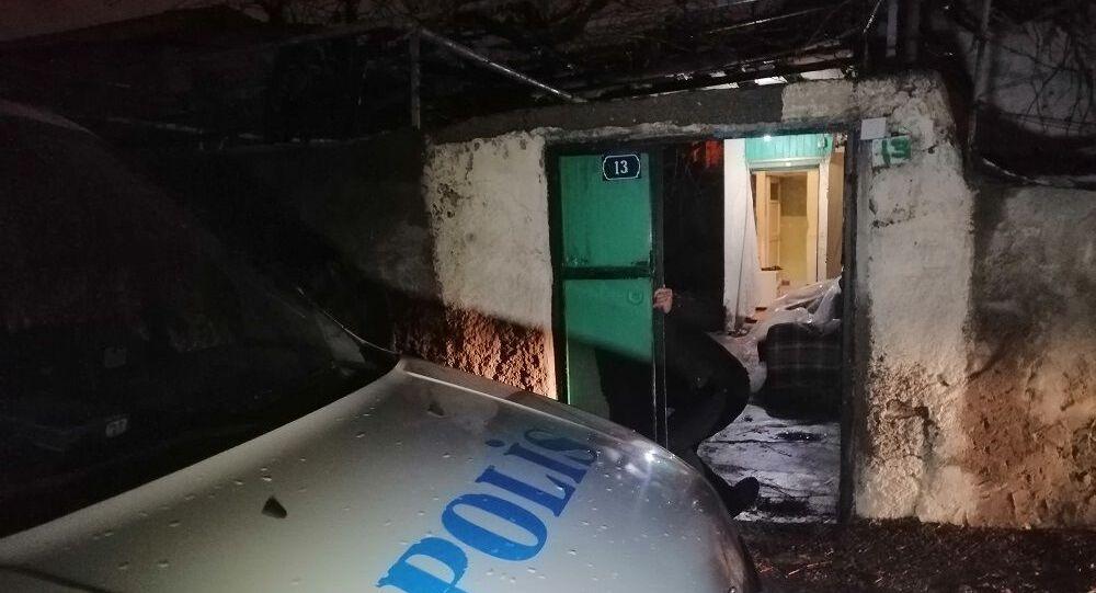 Kayseri'de bir eve hırsızlık için giren 2 kişi, polis ekipleri tarafından suçüstü yakalandı