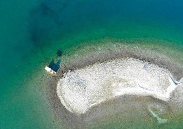 Keban Baraj Gölü'nde bulunanadacık