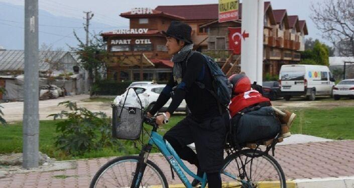 Günde 50 ila 70 kilometre arası yol yapan ve geceleri çadırda, kendisini misafir eden evlerde kalan Tajima, gezdiği ülkelerde çok güzellik gördüğünü, ancak Türkiye'nin ve Türk insanının çok farklı olduğunu söyledi.