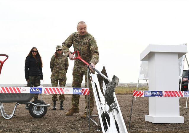 Aliyev, Şuşa'ya gitmeden önce Fuzuli'de yeni hava limanının temelini attı.