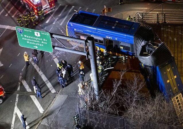 New York'ta otobüs köprüden sarktı: 8 yaralı