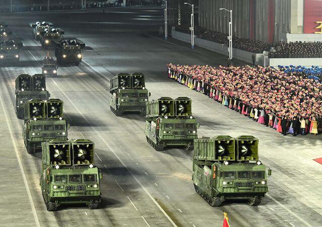 Yayımlanan fotoğraflara göre bu yeni balistik füzelere (SLBM) 'Pukguksong-5' adı verildi. Resmi haber ajansı KCNA, 'Pukguksong-5'i tanıtırken 'dünyanın en güçlü silahı' ifadesini kullandı.