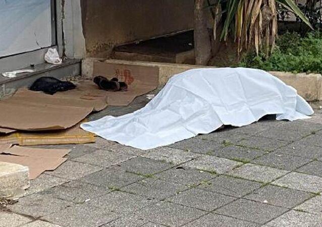 Kadıköy'de sokakta bir kişi ölü bulundu