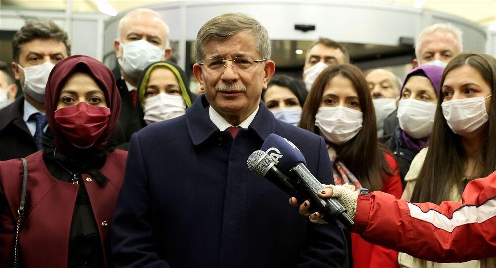 Gelecek Partisi Genel Başkanı Ahmet Davutoğlu, Ankara'da bir grubun saldırısına uğrayan partisinin Genel Başkan Yardımcısı Selçuk Özdağ'a geçmiş olsun ziyaretinde bulundu.