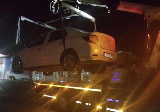 Zonguldak'ın Ereğli ilçesinde, polisin 'dur' ihtarına uymayarak kaçan sürücünün 2.91 promil alkollü olduğu tespit edildi. 7'nci kez alkollü araç kullanırken yakalanan sürücünün ehliyetine 2046 yılına kadar el konuldu.