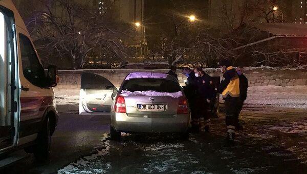 Kayseri'de kimliği belirsiz şahıslar, balta ile saldırdıkları otomobil sürücüsünü bacağından yaraladı - Sputnik Türkiye