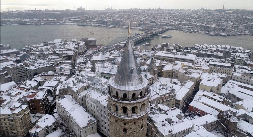 Kar yağışı Galata Kulesi ve çevresinde de etkili oldu.