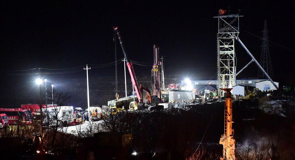 Altın madeninde kurtarma çalışmaları, Qixia, Shandong, Çin