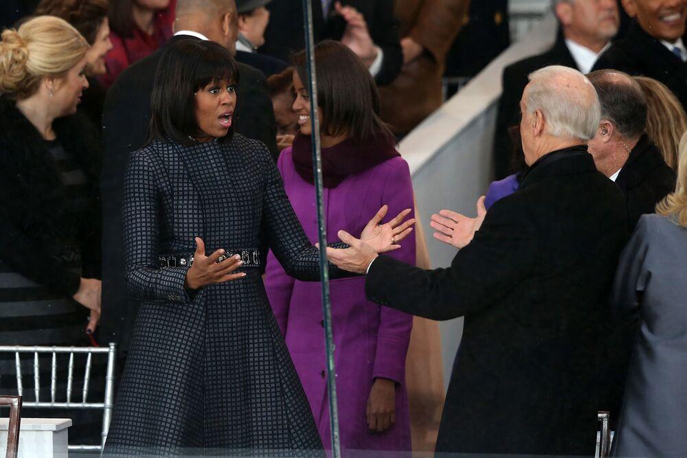ABD'nin 44. Başkanı Barack Obama'nın eşi Michelle Obama (solda) ve dönemin Başkan Yardımcısı Joe Biden yemin töreni kapsamında düzenlenen geçit töreni öncesi, 2013