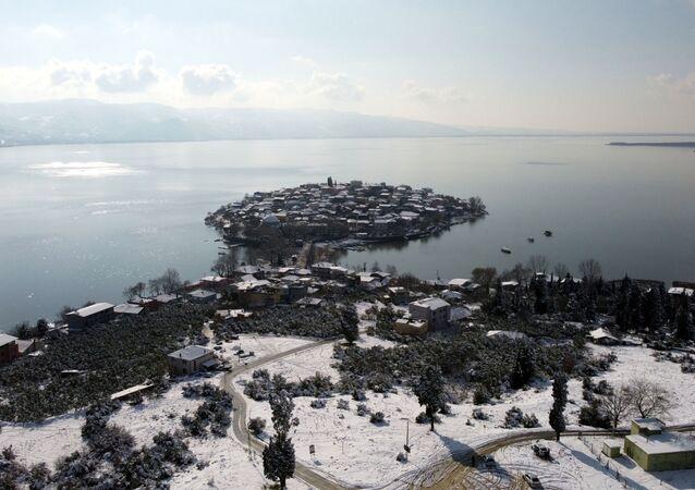 Japon Seyahat Acentaları Birliği (JATA) tarafından 2020 yılında, 'Avrupa'nın en güzel 30 kasabası' arasında gösterilen Nilüfer ilçesine bağlı Gölyazı Mahallesi, pandemi nedeniyle sessizliğini koruyor.