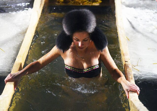 Halkın çoğunluğunu Ortodoksların oluşturduğu Rusya'da geleneksel olarak 19 Ocak'ta kutlanan Vaftiz Bayramı, bu yıl da inançlı vatandaşlar tarafından buzlu suda yıkanarak kutlandı