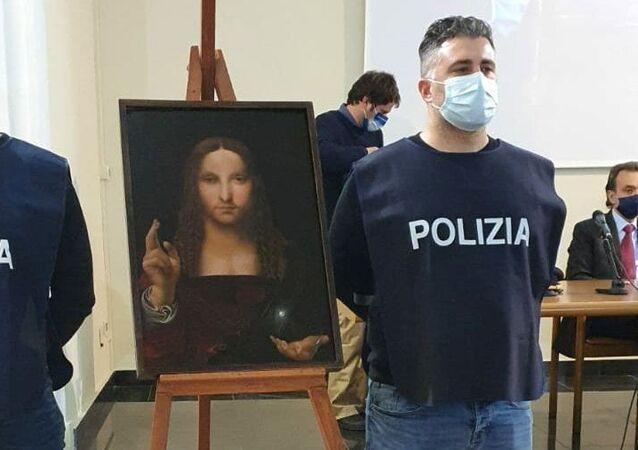 Leonardo da Vinci okulundan Salvator Mundi tablosunun kopyası, Napoli'deki polis baskınında bir evde ele geçirildi.