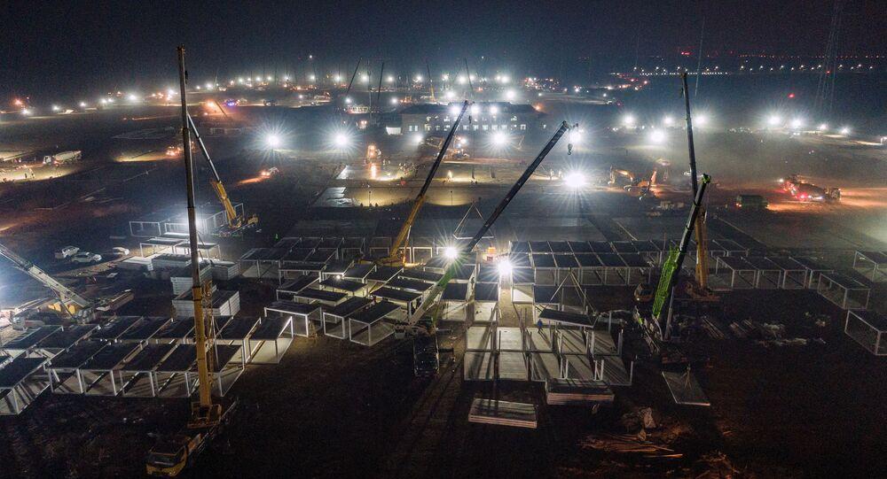 Çin'in başkenti Pekin'i çevreleyenHebei eyaletinin başkentiShijiazhuang'un dışındadevasa karantina kampı inşaatı