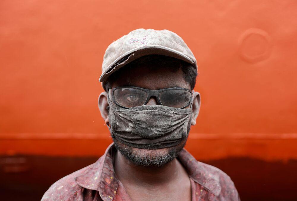 Yarışmanın Portre kategorisinin birincisi Muhammad Amdad Hossain'in İşçi başlıklı fotoğrafı