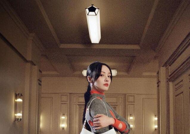 Prada, taşıyıcı annelikle sahip olduğu çocuklarını yurt dışında bırakan Çinli aktrisle yollarını ayırdı
