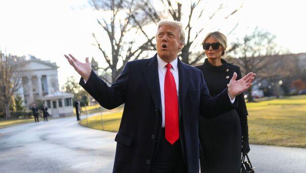 Donald Trump - Melania Trump Beyaz Saray'ı terk ederken - Sputnik Türkiye