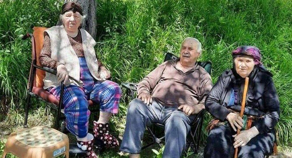 emekli öğretmen Kamil Açıcı, eşi Katibe Açıcı ve ablası Emine Şişman