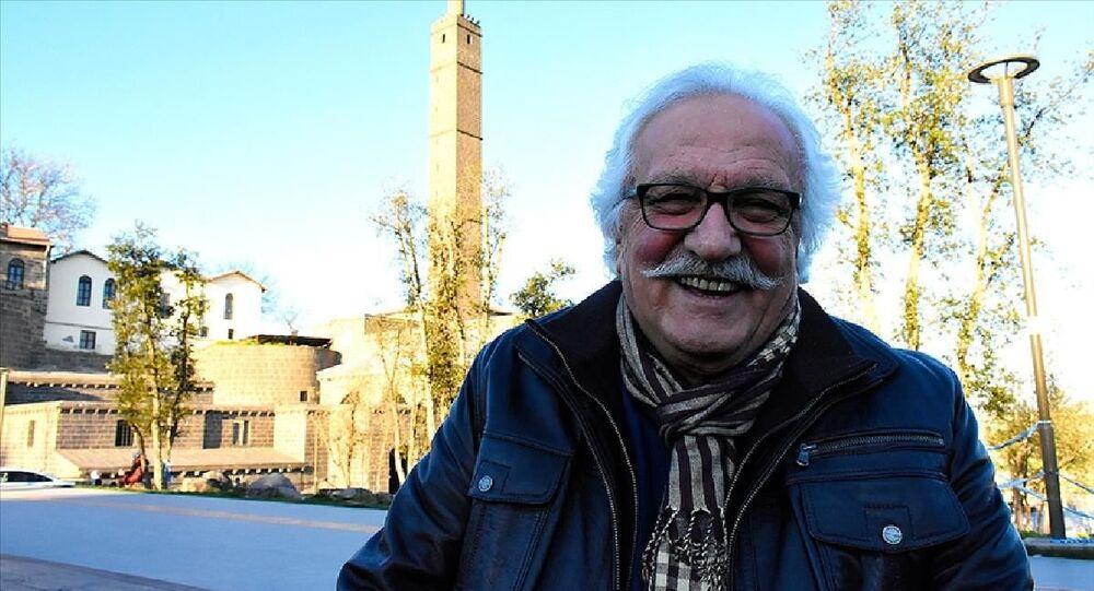 Yavuz Bahadıroğlu mahlasıyla bilinen tarihçi ve yazar Niyazi Birinci