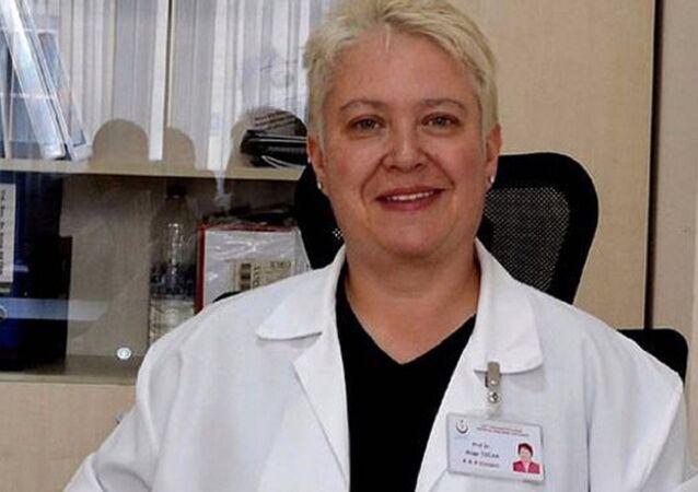 Kulak burun boğaz hastalıkları uzmanı Prof. Dr. Müge Özcan