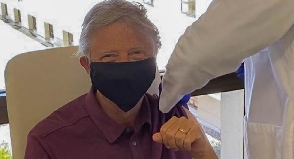 Bill Gates aşı oldu