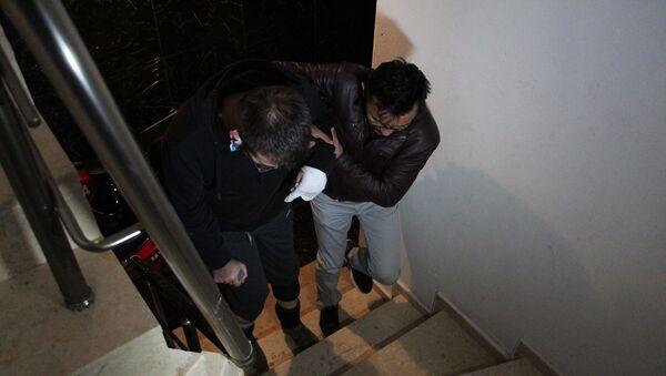 'Asansörde yük taşımayın' uyarısı yapan gaziyi baba oğul dövdü - Sputnik Türkiye