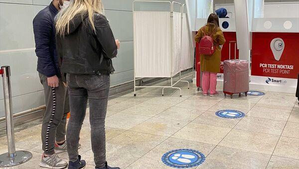 İstanbul Sabiha Gökçen Havalimanı test merkezinde, yeni tip koronavirüs (Kovid-19) tedbirleri kapsamında, antijen ve antikor testi yapılmaya başlandı. - Sputnik Türkiye