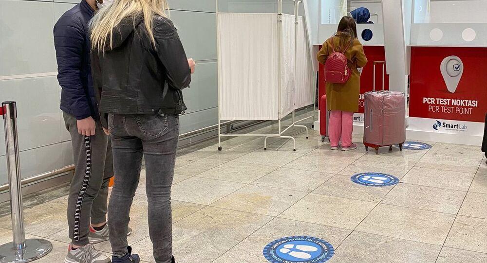 İstanbul Sabiha Gökçen Havalimanı test merkezinde, yeni tip koronavirüs (Kovid-19) tedbirleri kapsamında, antijen ve antikor testi yapılmaya başlandı.