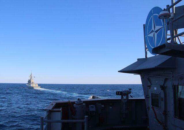 Milli Savunma Bakanlığı, NATO Daimi Deniz Görev Grubu-2 ile TCG GÖKOVA fırkateyninin Doğu Akdeniz'de geçiş eğitimleri yaptığını bildirdi.