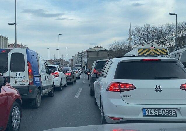 D-100'de trafik