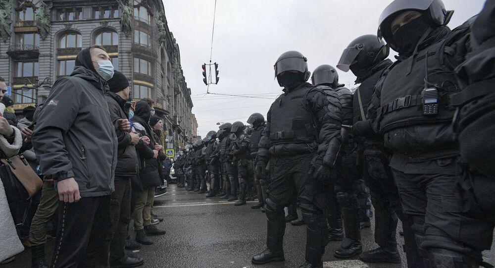 St.Petersburg'da Navalny taraftarlarının izinsiz mitingi