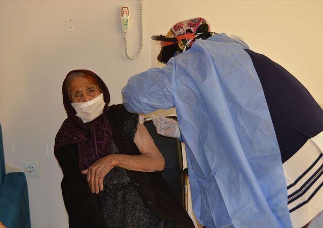 111 yaşındaki Fatma Tıraş