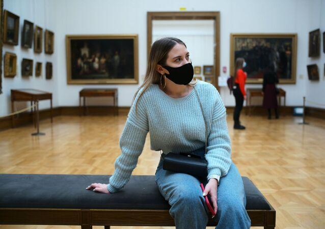 koronavirüs, maske, Tretyakov Devlet Galerisi, Moskova, Rusya