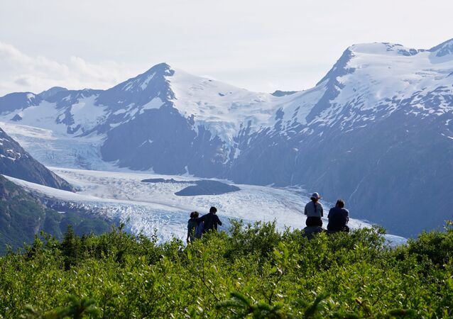 Reuters'ın haberine göre The Cryosphere dergisinde yayınlanan çalışmada 1990'lardan bu yana dünyanın deniz buzları, buz örtüsü ve buzullarından tahmini 28 trilyon ton buzun eridiği açıklandı. Fotoğrafta: Alaska'daki Chugach Ulusal Parkı'nda bulunan Portage Buzulu, Temmuz 2020