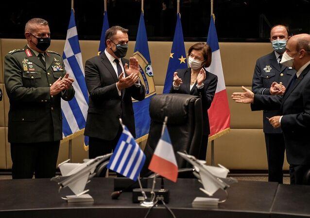 Yunanistan, 18 Rafale savaş uçağı satın almak için Fransa ile anlaşma imzaladı