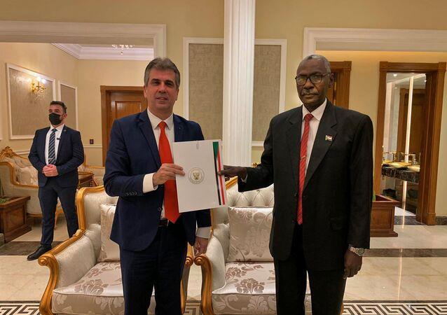 İlişkileri normalleştirme anlaşmasına varılmasının ardından İsrail'den Sudan'a ilk resmi ziyareti İstihbarat Bakanı Eli Cohen gerçekleştirdi.