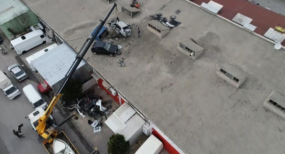 Bursa'da sanayi sitesinde hortum: 1 kişi yaralandı, 20 iş yeri ve 12 araç zarar gördü