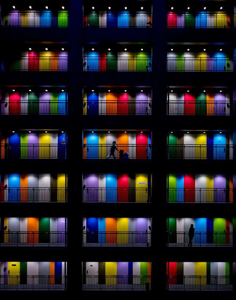 Yarışmanın finalistlerinden Endonezyalı fotoğrafçı Gerdie Hutomo Nurhadi'nin Rengarenk Kapılar başlıklı çalışması
