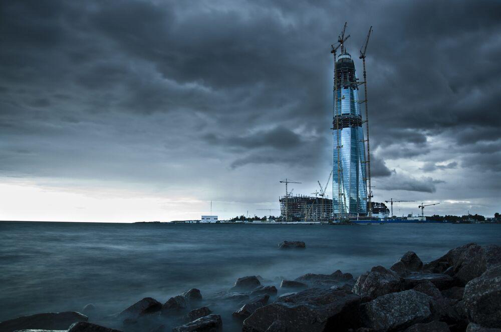 Yapı Sanatı 2020 Yarışmasının finalistlerinden Rus fotoğrafçı Kirill Kolosov'un 'İnşaat İçin Kötü bir Hava Yok' başlıklı çalışması