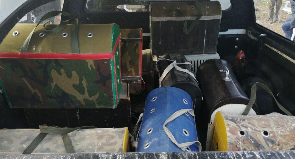 Şanlıurfa'nın Siverek ilçesinde horoz dövüştürdüğü iddia edilen kişiye 105 bin 400 lira para cezası verildi. Operasyonda, 17 horoz, içinde isimler ve para miktarı yazılı olan defter, horozların ayaklarını ve gagalarını sivrileştirmeye yarayan yeğe ve terazi bulundu.