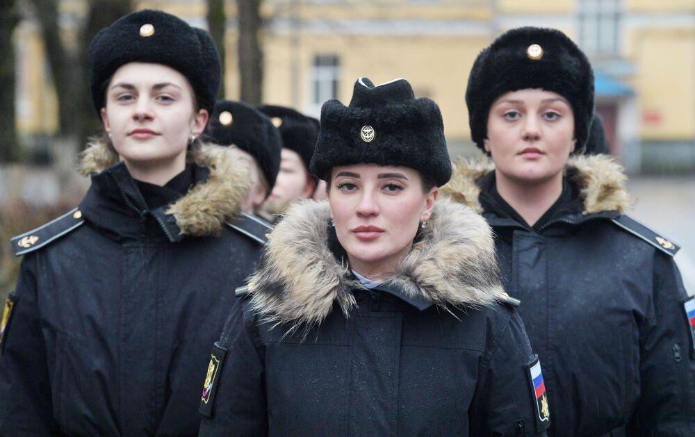Rusya'nın St. Petersburg kentindeki Birinci Petro Deniz Harp Enstitüsü'nde eğitim gören kadın öğrenciler