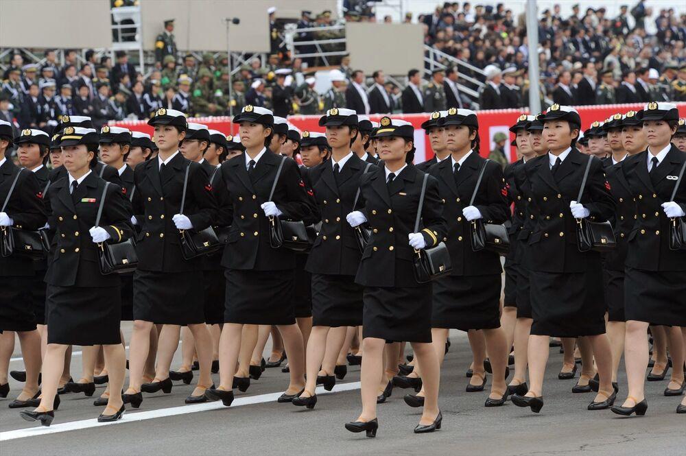 Japonya Silahlı Kuvvetleri'ne bağlı kadın asker birimi, askeri geçit  töreninde