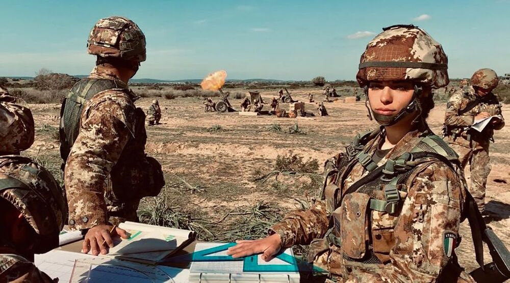 İtalya Silahlı Kuvvetlerinde görev yapan kadın asker