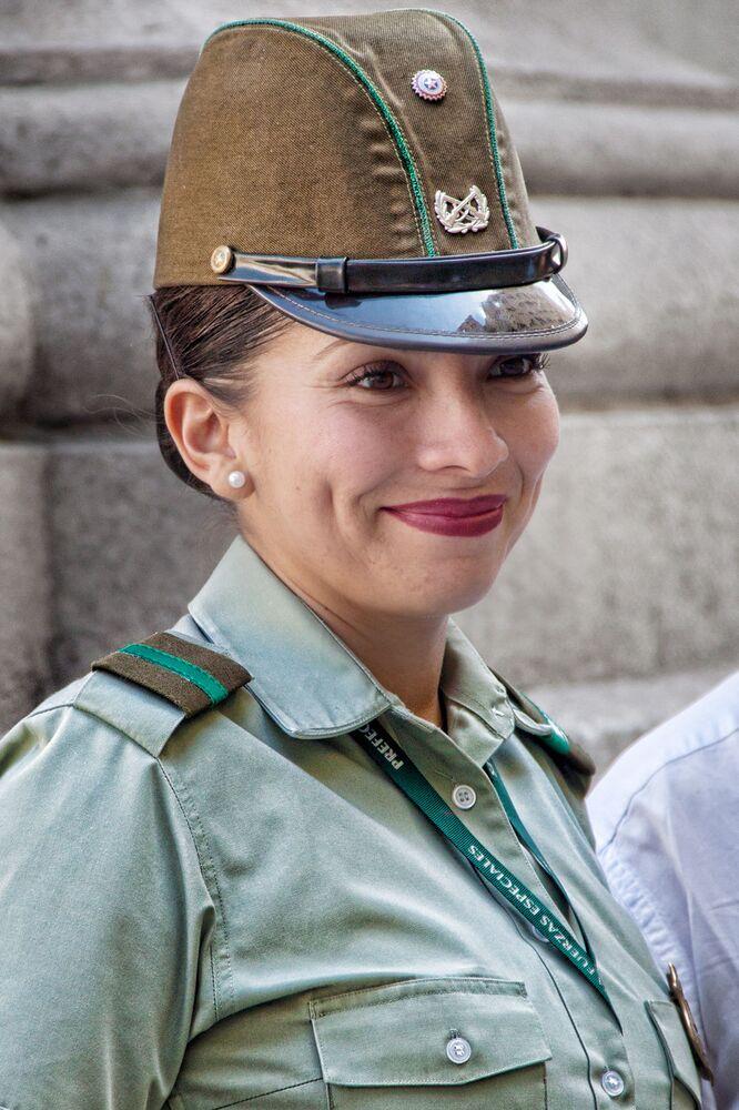 Şili ordusunda görev alan kadın asker