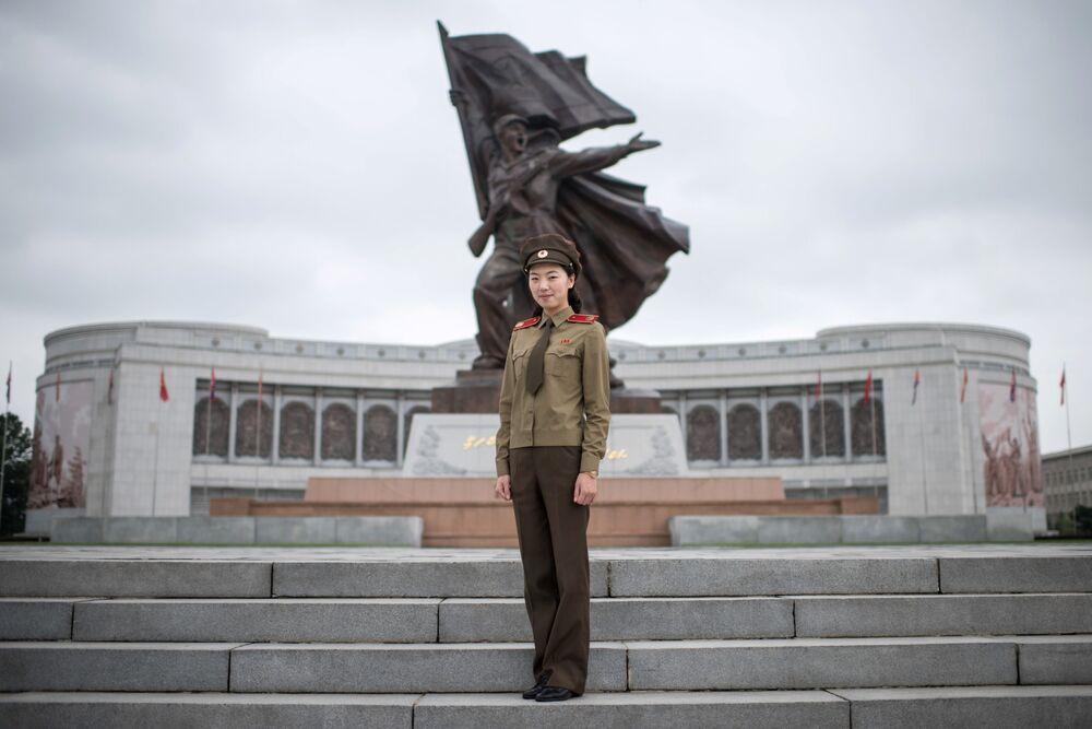 Kuzey Kore Halk Ordusu'nda görev alan kadın asker