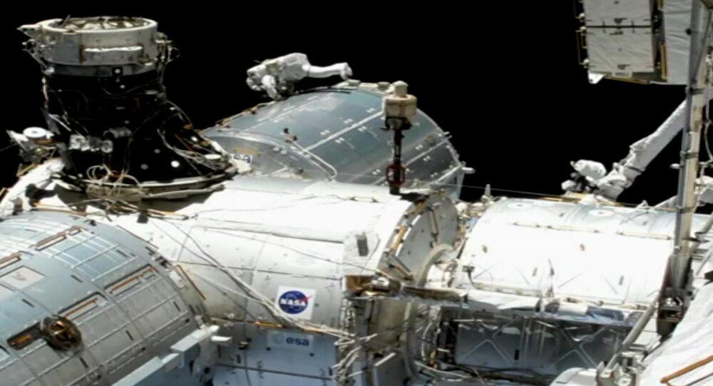 ABD Ulusal Havacılık ve Uzay Dairesi (NASA) tarafından yapılan açıklamada, Astronot Mike Hopkins ve Astronot Victor Glover'ın yörüngede yer alan Uluslararası Uzay İstasyonu'nda (ISS) 2021 yılının ilk uzay yürüyüşünü gerçekleştirdiği belirtildi.