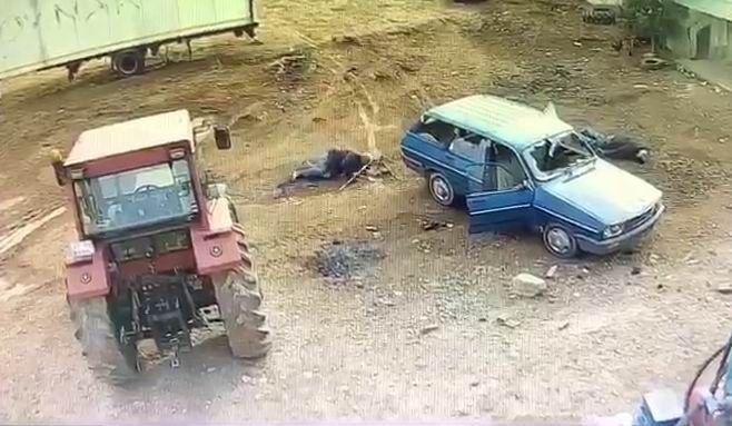 Mardin'in Kızıltepe ilçesinde, akrabalar arasında çıkan ve 2'si ağır 5 kişinin yaralandığı silahlı kavga anı güvenlik kamerasına yansıdı.