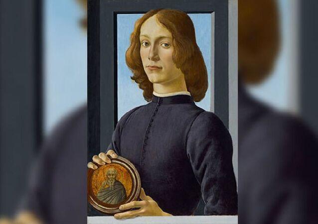 İtalyan ressam Sandro Botticelli'ye ait 15'inci yüzyıldan kalma 'Madalyon tutan genç adam'