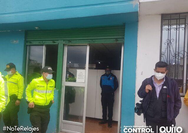 Ekvador'un başkenti Quito'da halka sahte yeni tip korona virüs (Covid-19) aşısı yapan kliniğe baskın gerçekleştirilirken, enjekte edilen maddenin içinde ne olduğu henüz bilinmiyor.