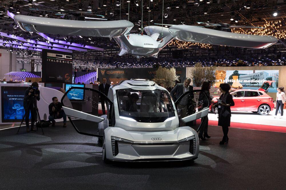 Audi AG, Airbus ve ItalDesign Giugiaro şirketlerinin ortak geliştirdiği insansız uçan elektrikli otomobil